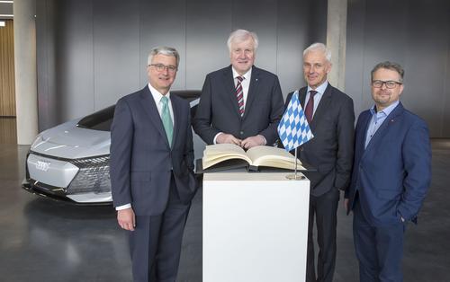 Ministerpräsident Seehofer zu Besuch bei Audi