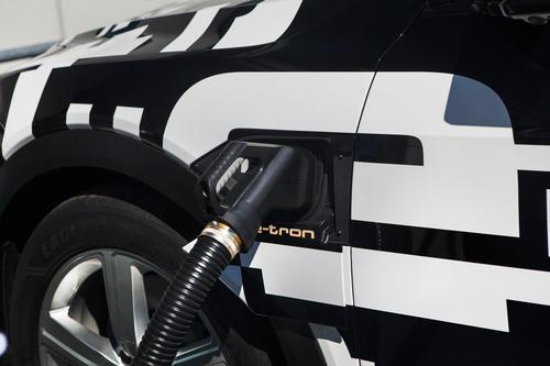Audi e-tron-Prototyp: Laden