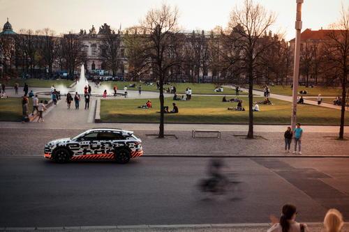 Audi e-tron Prototyp unterwegs in Berlin
