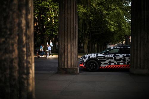Audi e-tron-Prototyp unterwegs in Berlin