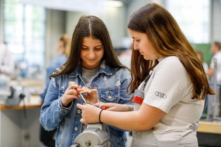 Girls' Day bei Audi – Mädchen erleben Technik