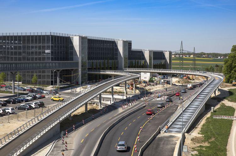 Neue Ausfahrtsrampe Nord aus Parkhaus T39 der Technischen Entwicklung am Audi-Standort Ingolstadt