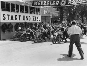1951 Donau-Ring race in Ingolstadt: newcomer August Hobl (number 174) and Vinzenz Klingenschmidt (number 175), both riding a DKW 125 RT, were at the start of the 125 cc class.