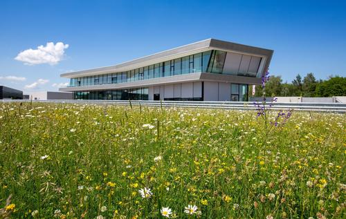 Biodiversität Audi Neuburg: Kundencenter Audi driving experience