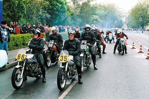 Donau Ring Race 2002: As in 1999 and 2000, genuine motorcycle rarities will be lining up at the start of a 1.6 kilometre city circuit in Ingolstadt on 4 and 5 May 2002