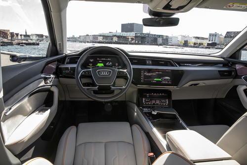 Das Interieur des Audi e-tron-Prototypen