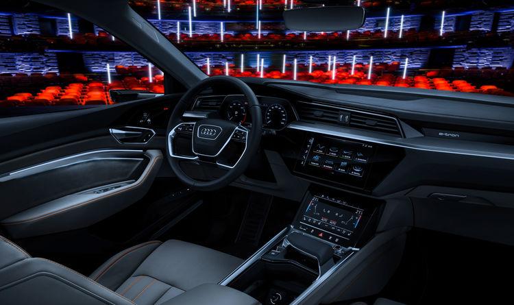 Der Audi e-tron-Prototyp auf der Bühne im Royal Danish Playhouse in Kopenhagen