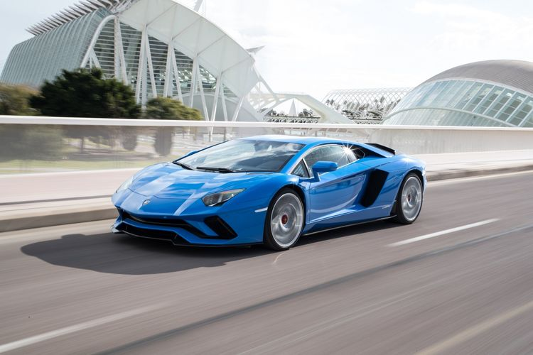 Automobili Lamborghini continues growth  with new half-year sales record