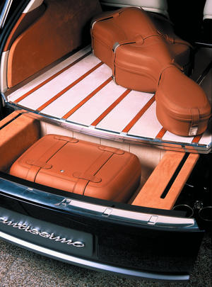 Audi Avantissimo - Drawer under the luggage Compartment