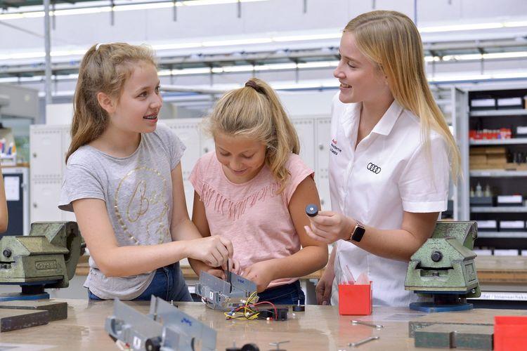 """Technik zum Anfassen:  Das """"Mädchen für Technik-Camp"""" bei Audi"""