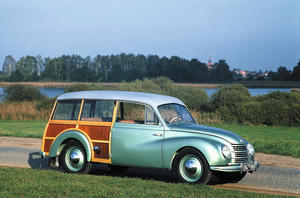 Newly restored: DKW Meisterklasse Universal type F 89 S, from 1951 (sideview)