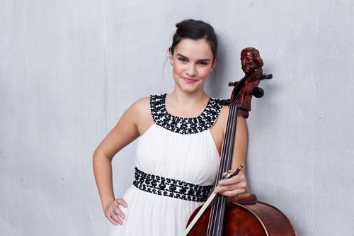 Die Celistin Raphaela Gromes wird beim Audi Weihnachtskonzert 2018 als Solistin zu hören sein