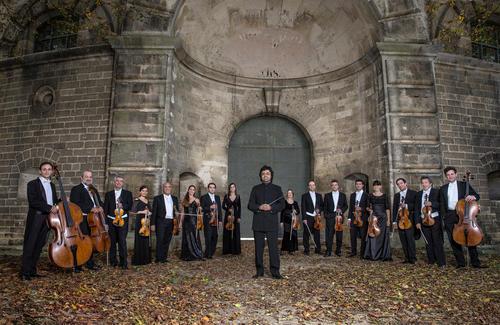 Das Georgische Kammerorchester Ingolstadt unter der Leitung von Ruben Gazarian begleitet die Solistin Raphaela Gromes beim Audi Weihnachtskonzert 2018.