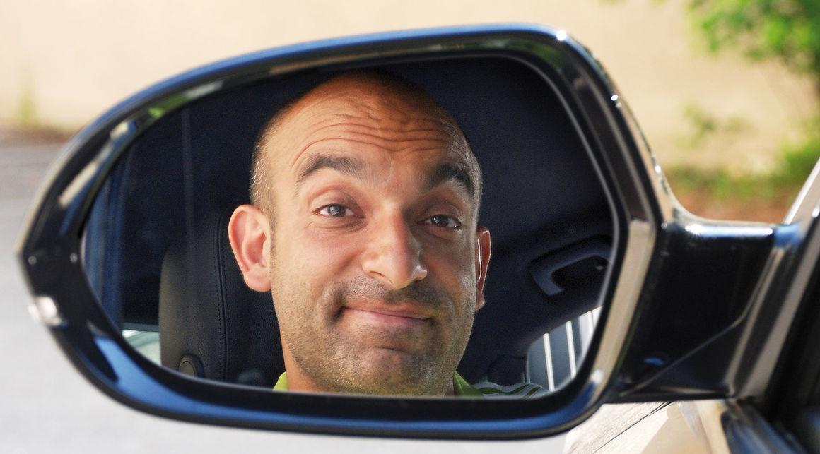 Satirischer Jahresrückblick mit Django Asül im Audi Forum Neckarsulm
