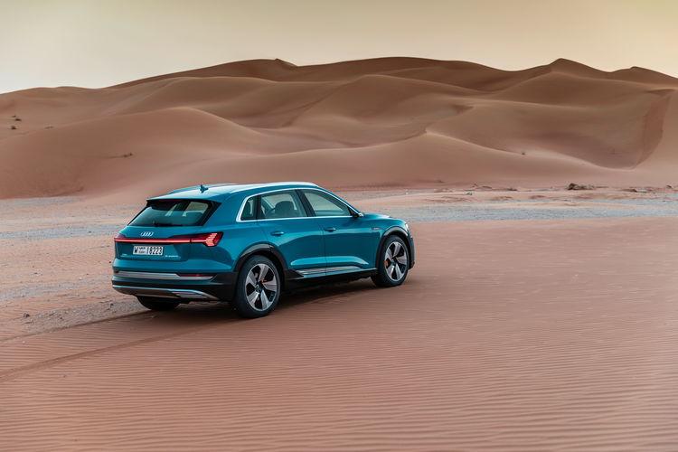 Der Audi e-tron in Masdar City