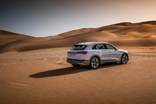 Der Audi e-tron in Masdar City