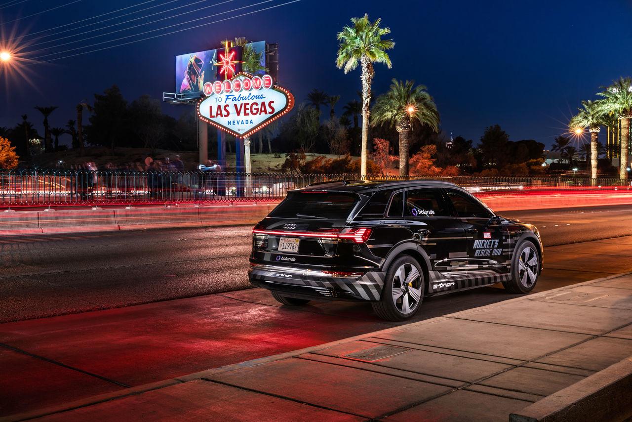 Audi verwandelt auf der CES das Auto in eine Erlebnisplattform für Virtual Reality und präsentiert eine Technologie, die virtuelle Inhalte in Echtzeit an die Fahrbewegungen des Autos anpasst.