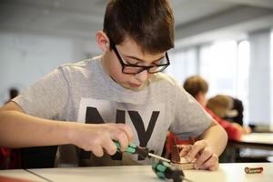 Basteln und Tüfteln - Werkstatt für junge Meister