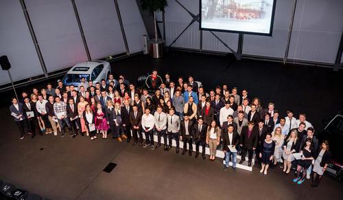 Ausbildung und Karriere bei Audi:  Audi-Azubis starten ins Berufsleben