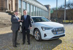 Ein Audi e-tron für die Bayerische Staatskanzlei