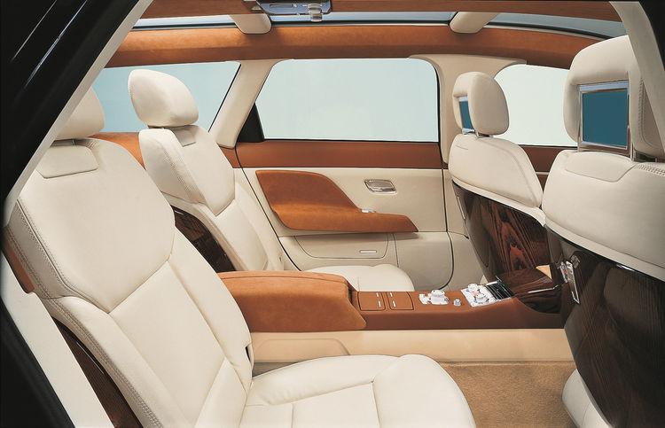 Audi Avantissimo - Fond mit MMI Bedieneinheit und TV-Monitoren