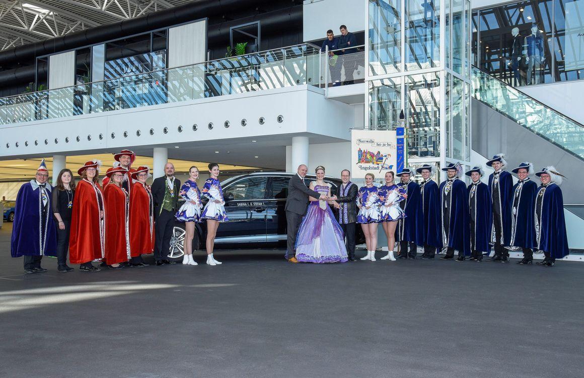 Narrwalla-Prinzenpaar fährt Audi Q7