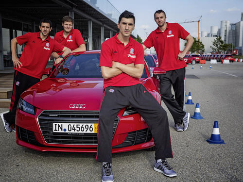 Spaß bei der Audi driving experience: John Bryant, Nihad Djedovic, Dusko Savanovic, Vasilije Micic, Marvin Ogunsipe