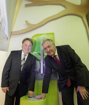 Audi-Umweltstiftung: Staatsminister Brunner eröffnet Steigerwald-Zentrum