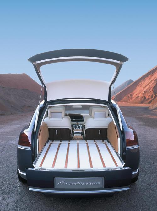 Audi Avantissimo - Gepäckraum mit automatisch ausfahrbarem Ladeboden