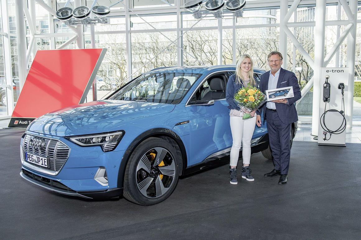 Premiere im Audi Forum Ingolstadt: Audi e-tron übergeben