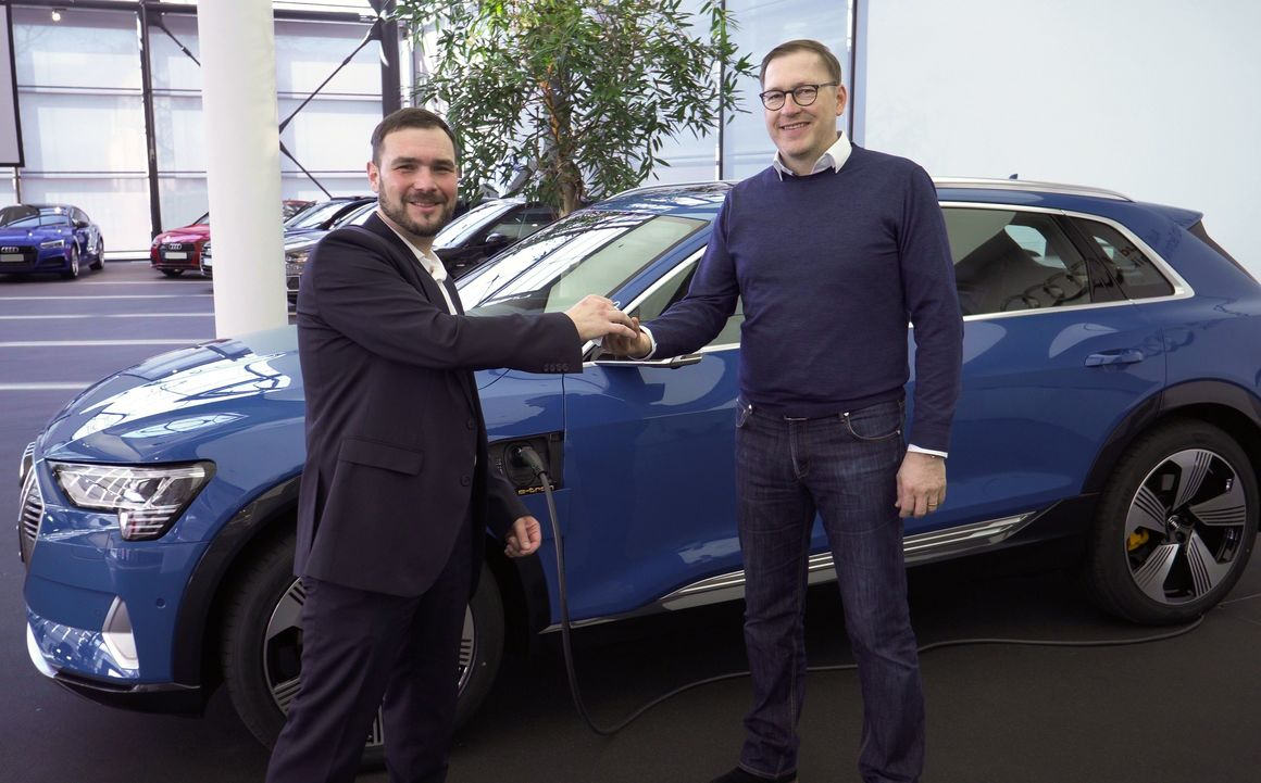 Erste e-tron Abholung im Audi Forum Neckarsulm