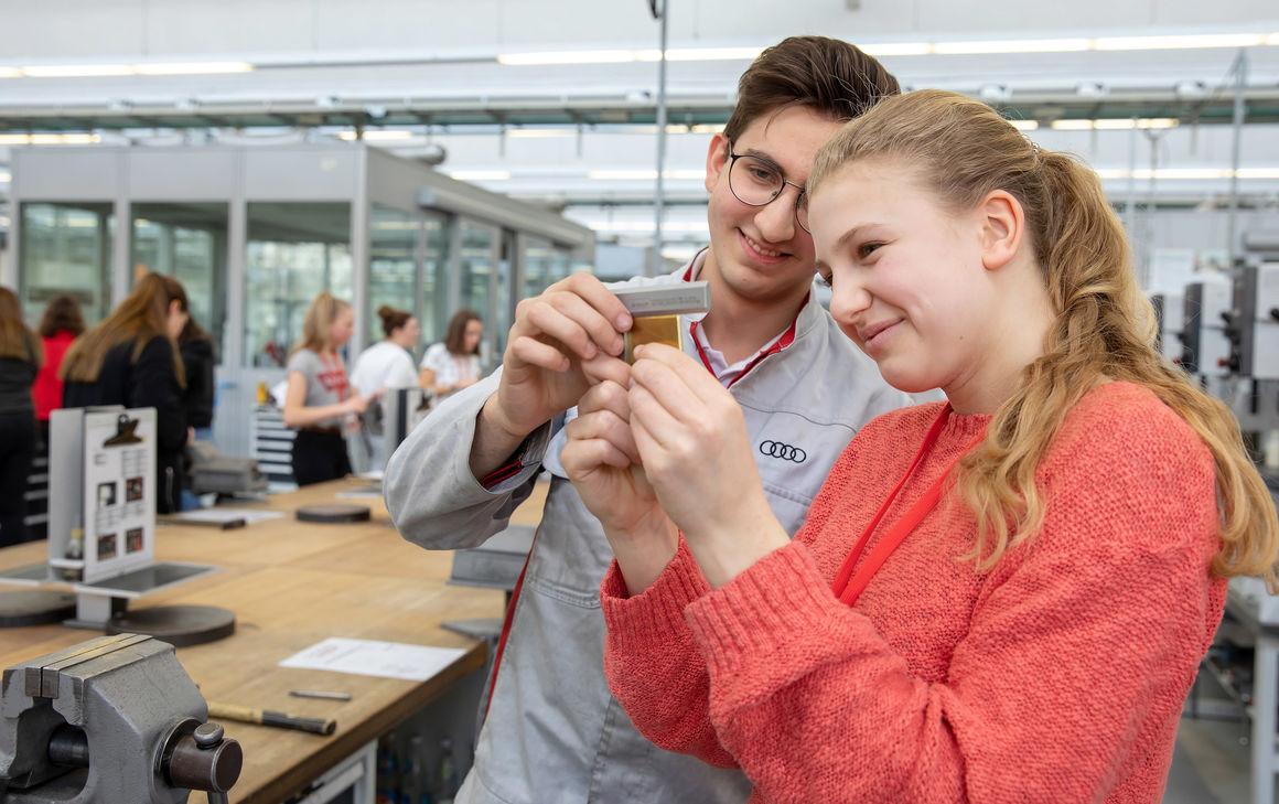 Girls' Day bei Audi: Schülerinnen erleben Technik