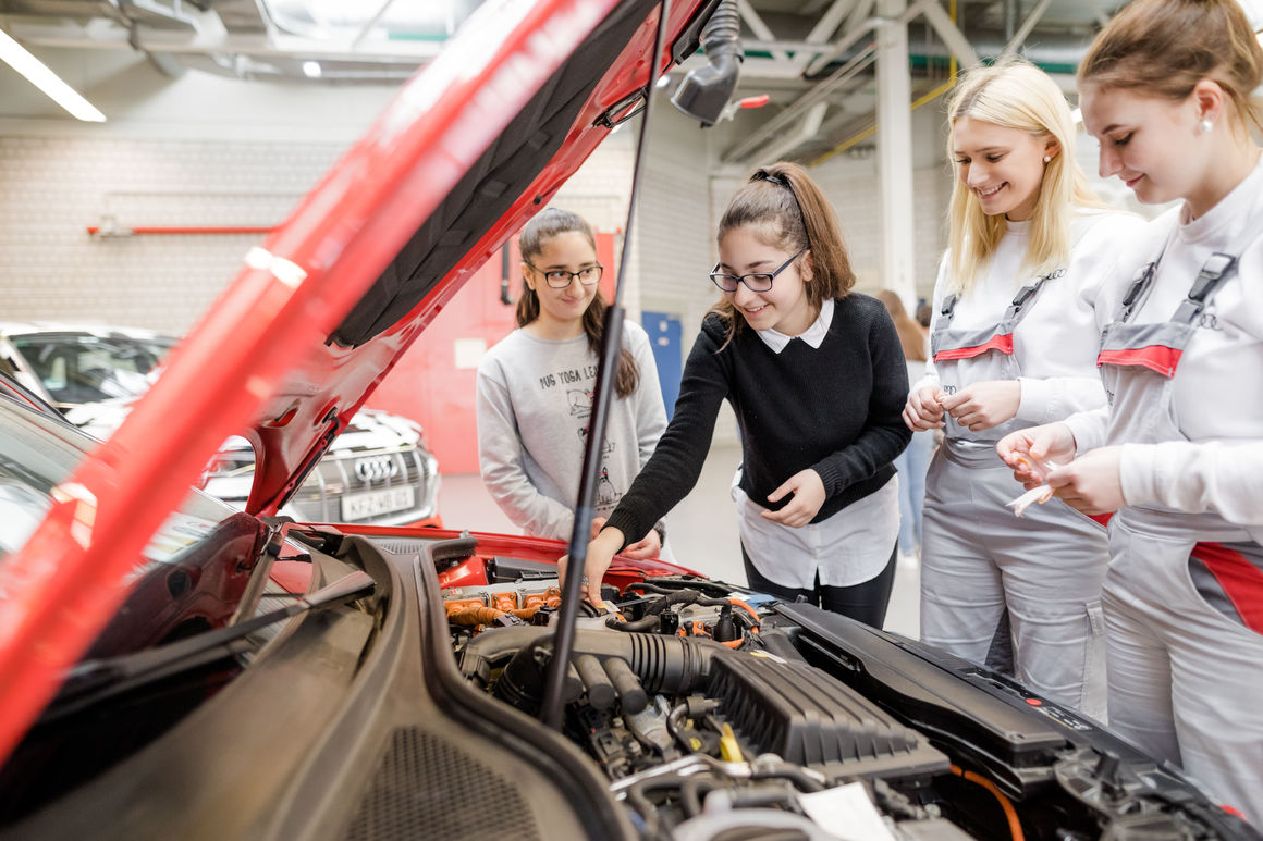 Girls' Day in Neckarsulm – Audi-Azubis begeistern Schülerinnen für Technik