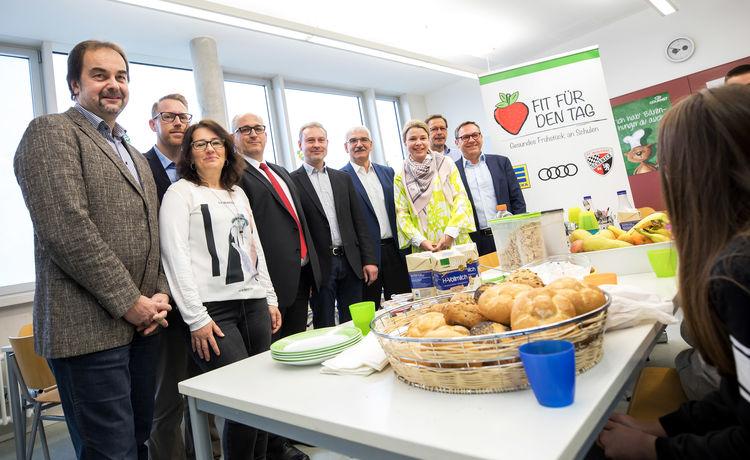 Wer gesund frühstückt, is(s)t gut in der Schule: EDEKA, Audi und FCI unterstützen Schulfrühstück