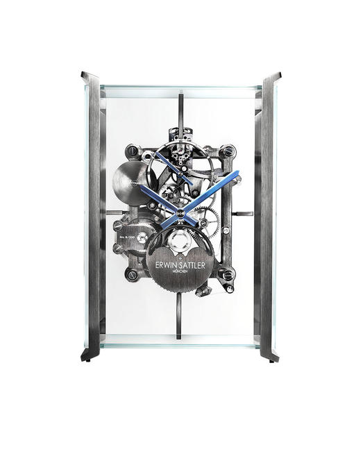 Timeless technology: the Erwin Sattler table clock by Audi design