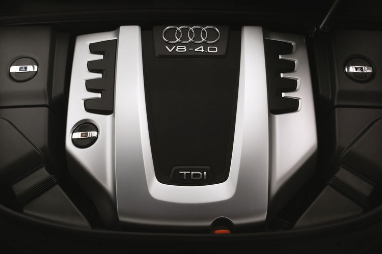 Audi allroad quattro concept - engine compartment