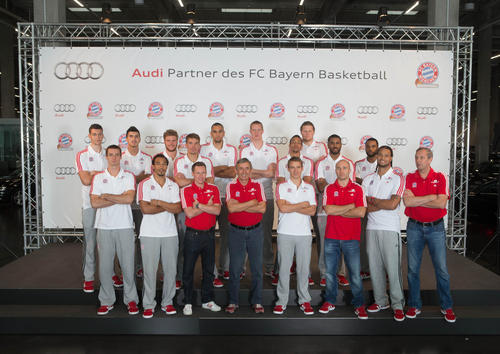 Players and officials of FC Bayern Basketball