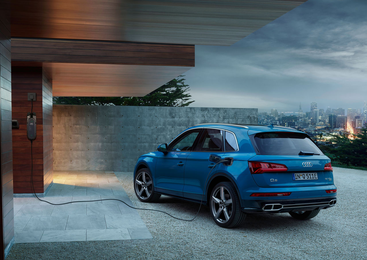 Sporty And Efficient With Plug In Hybrid Drive The Audi Q5 55 Tfsi E Quattro Audi Mediacenter