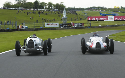 Return to the legendary Donington Park race track in the Midlands of Great Britain: On 19 and 20 May 2001 there started an Auto Union Type C 16-cylinder car (left) and an Auto Union Type D 12-cylinder car (right)