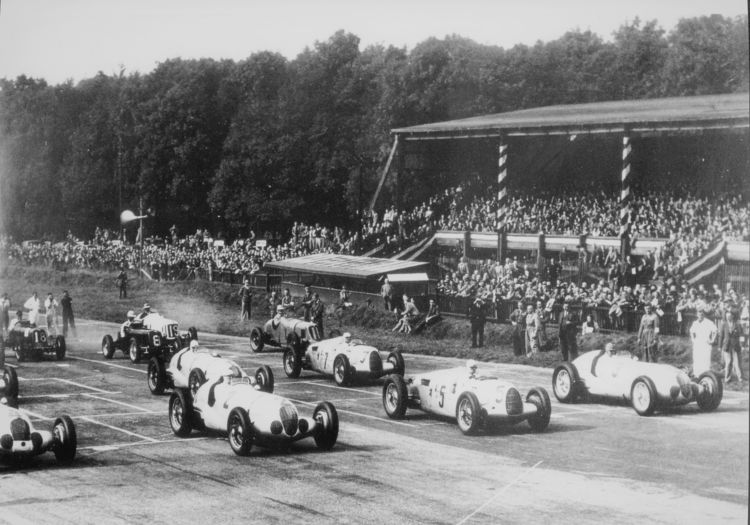 The cars get away at the start in the 1937 Grand Prix at Donington Park, Great Britain: Bernd Rosemeyer triumphed in an Auto Union 16-cylinder Type C racing car (pictured with start number 5) and H. P. Müller (start number 7) finished fourth