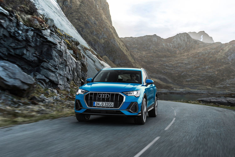 "Winner in the category ""150 to 250 PS"": The 2.0 TFSI wins International Engine of the Year Awards. In the Audi Q3, it is available in two performance versions."