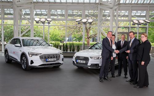 Audi – Partner der Landesgartenschau Ingolstadt: Fahrzeugübergabe an Veranstaltungsteam