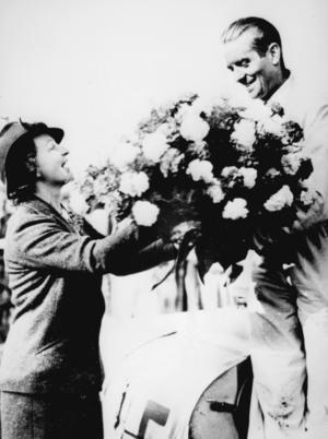 Bernd Rosemeyer siegte 1937 mit dem Auto Union Rennwagen Typ C 16-Zylinder beim Grand Prix im Donington Park, Großbritannien