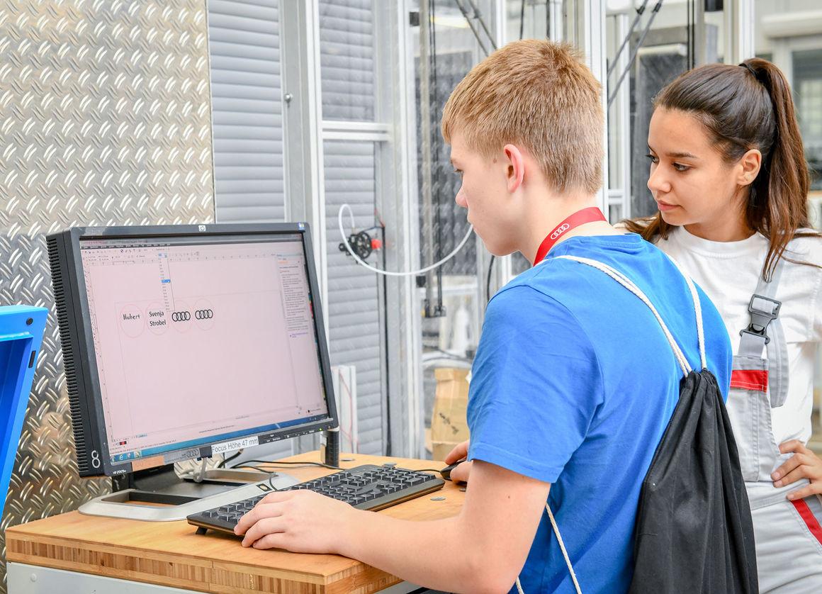 Ferien digital: Schüler entdecken im DigiCamp innovative Audi-Technologien