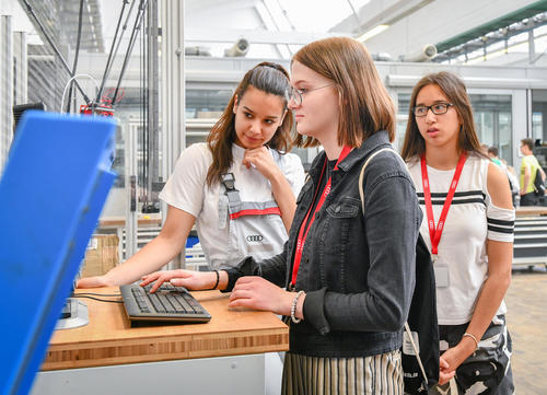 Digital vacation: Students discover innovative Audi technologies at DigiCamp