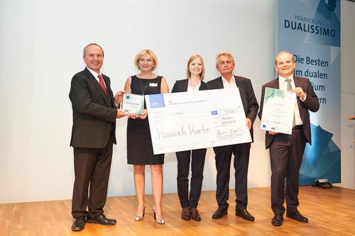 """""""Dualissimo""""-Auszeichnung: Bestnoten für duale Audi-Absolventin"""