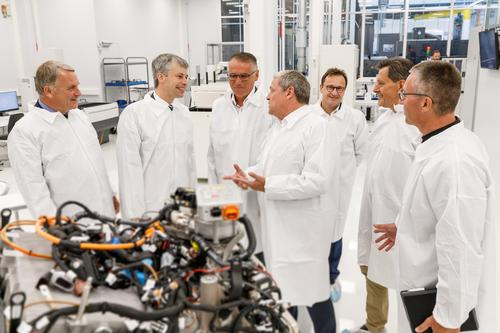 Staatssekretär Bilger besucht Brennstoffzellenentwicklung