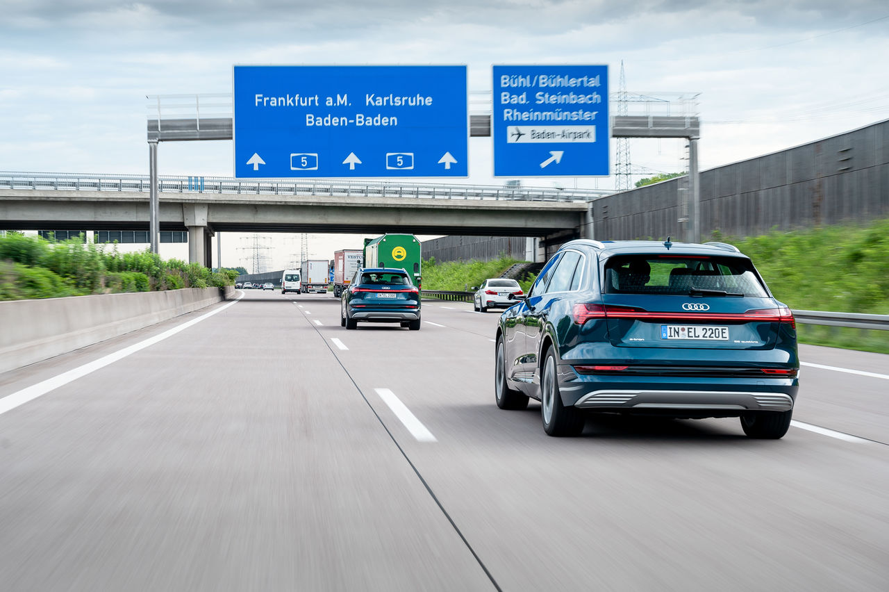 Intelligent assistant for electric driving: the Audi e-tron route planner