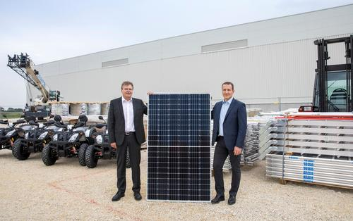Audi Hungaria: first solar cells first solar cells of the future largest PV roof system in Europe assembled