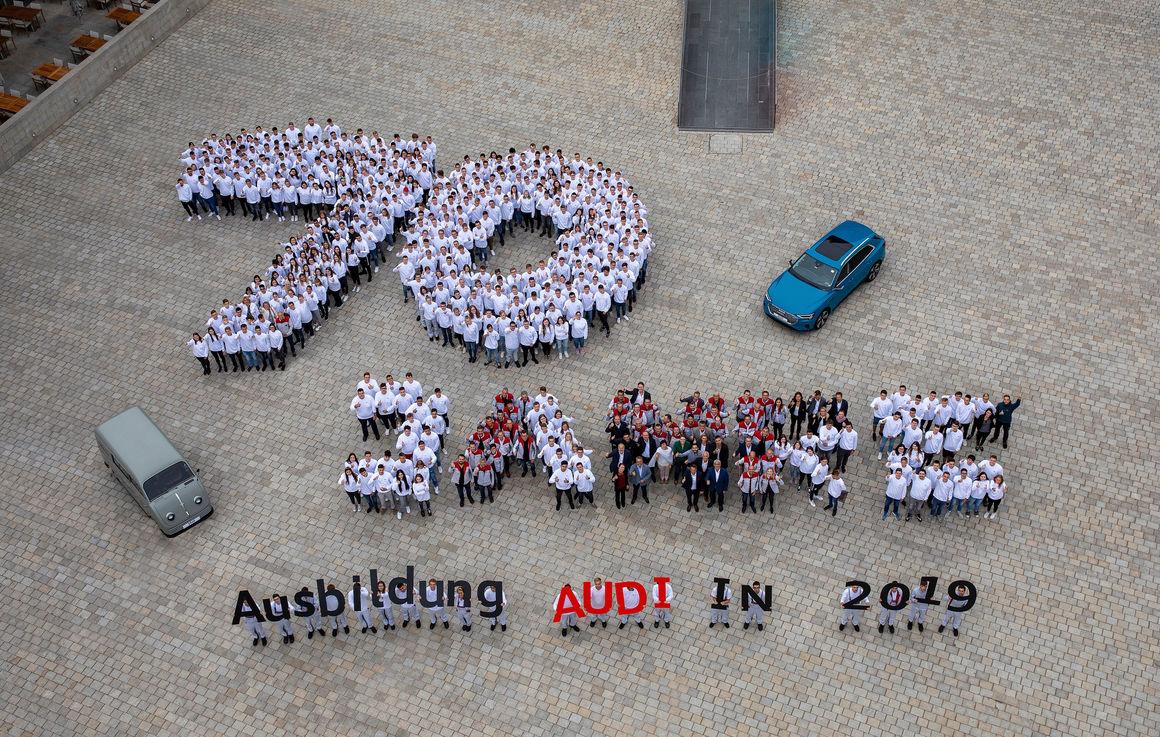 Startklar für die Zukunft: Audi heißt Azubis in Ingolstadt willkommen